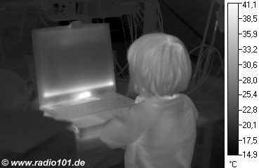 Thermografic image: Child in front of a notebook